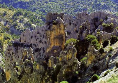 Formas de piedra en la ruta cerrada de la magdalena