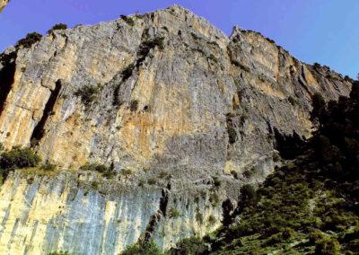 Vista de muros y paredes de la cerrada de la magdalena